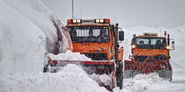 The cold front brings snow and temperature chaos