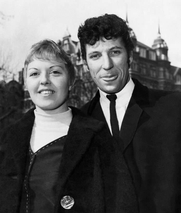 Sir Tom Jones shares what late wife told him in final days of her life