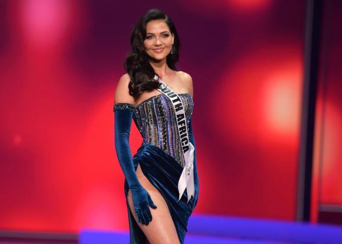 Natasha Joubert radiated on the Miss Universe stage!!!
