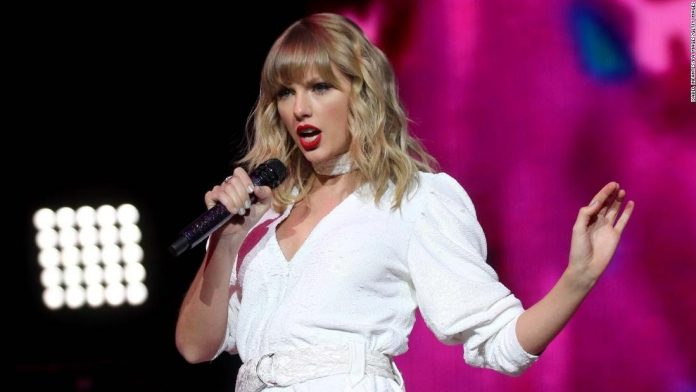 Taylor Swift Becomes the First Woman to Win Brits' Global Icon Award!!!